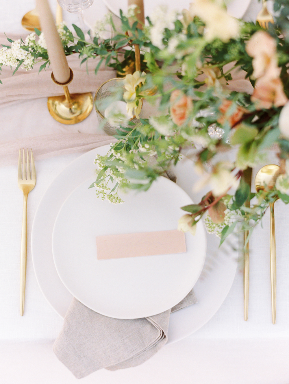 Modern Romantic Elopement Art De La Table