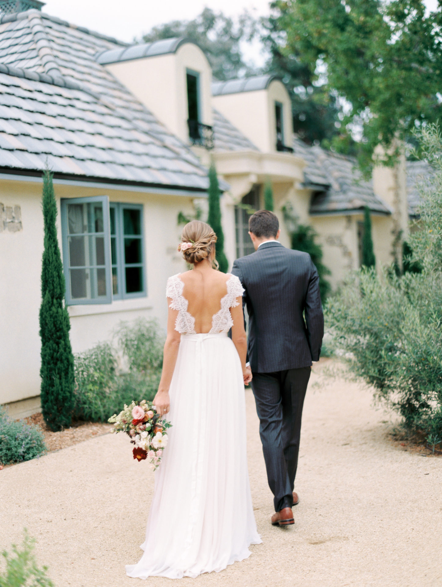 Timeless Spring Wedding Design With A Modern Twist Florals