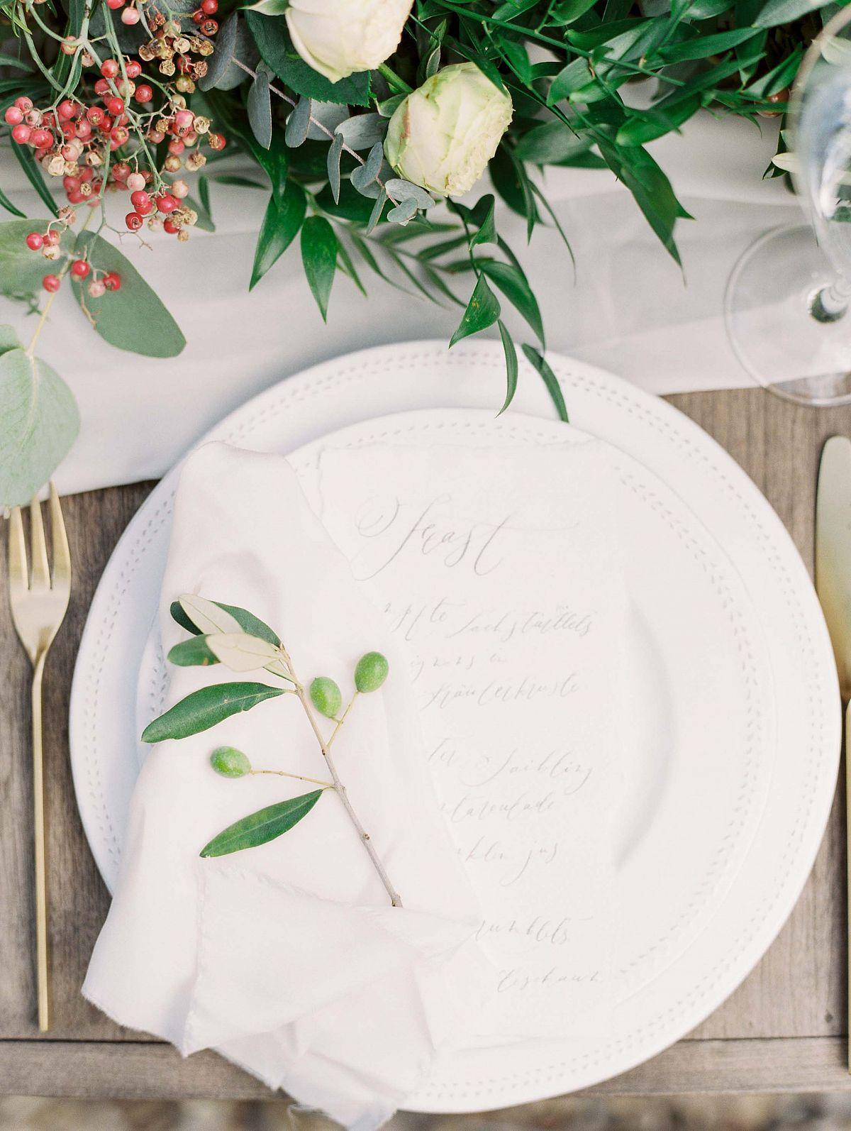 Stylish Al Fresco Wedding In Mani Tableware